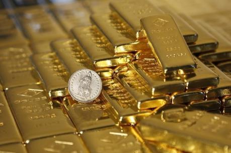 """Giá vàng châu Á rời mức """"đỉnh"""" của hơn hai tháng"""
