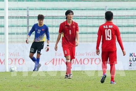 """Cầu thủ bóng đá U22 Việt Nam """"giam mình"""" trong phòng sau thất bại"""