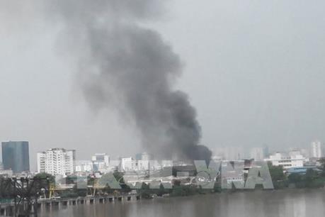 Đang cháy lớn tại Cảng Hà Nội