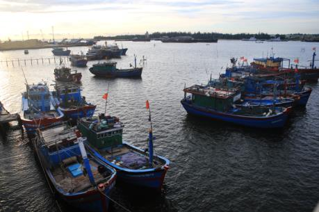 Phát triển kinh tế biển Trung Trung bộ - Bài 3: Gỡ vướng về chính sách và hạ tầng