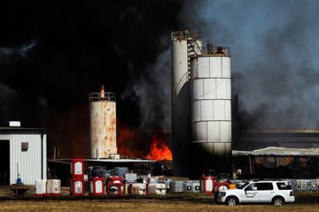 Mỹ: Cảnh báo nguy cơ nổ nhà máy hóa chất do bão Harvey