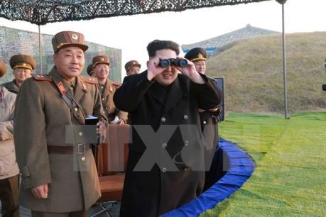 Nhà lãnh đạo Triều Tiên kiểm tra đầu đạn tên lửa là bom H