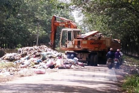 TP Hồ Chí Minh: Cách nào xử lý điểm tập kết rác ô nhiễm trong khu dân cư?