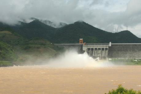 Đóng cửa xả đáy hồ Thủy điện Sơn La