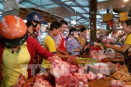 Ứng phó bão số 10: Giá thực phẩm tăng nhẹ khi người dân tích trữ thực phẩm