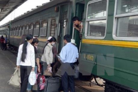 Đường sắt Việt Nam chuẩn bị lương thực, thực phẩm phục vụ hành khách khi phải dừng tàu