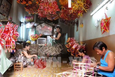 Làng nghề lồng đèn Phú Bình nhộn nhịp dịp Tết Trung Thu