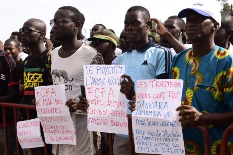 """Vì sao châu Phi tẩy chay đồng tiền """"thuộc địa"""" franc CFA?"""