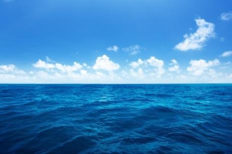 Đang tìm kiếm 12 thuyền viên mất tích do tàu cá Trung Quốc va chạm tàu chở dầu