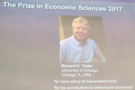 Giải Nobel Kinh tế 2017 thuộc về nhà kinh tế học người Mỹ