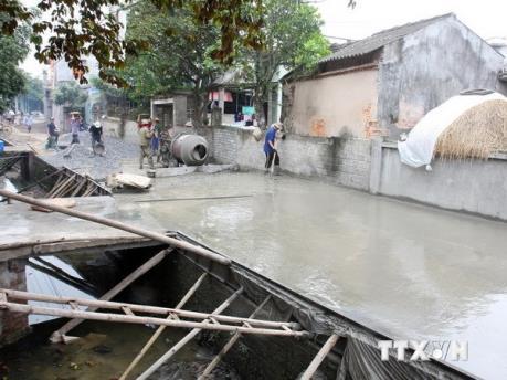Bình Phước: Xi măng hỗ trợ của tỉnh nhà thầu không làm đường nông thôn