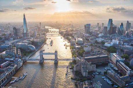 Giới đầu tư châu Á rót lượng vốn kỷ lục vào thị trường văn phòng London