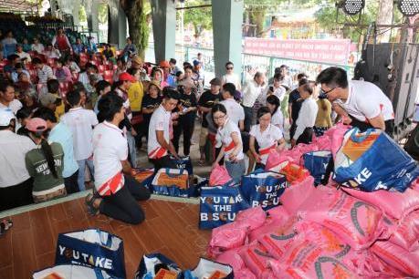 Việt Hưng Phát trao 1.400 phần quà cho người dân khó khăn các tỉnh miền Tây