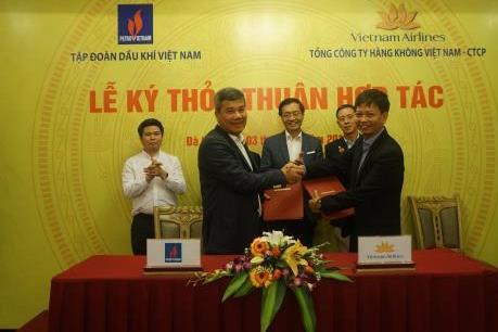 """PVN và Vietnam Airlines """"bắt tay"""" hợp tác"""