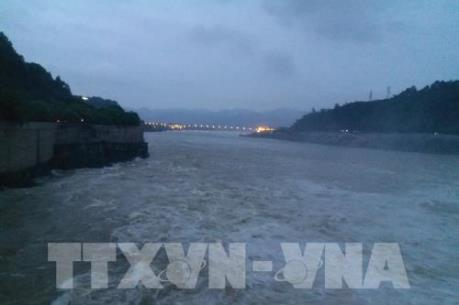 Cảnh báo lũ trên các sông đang lên, nguy cơ mất an toàn hồ chứa khu vực Trung Bộ