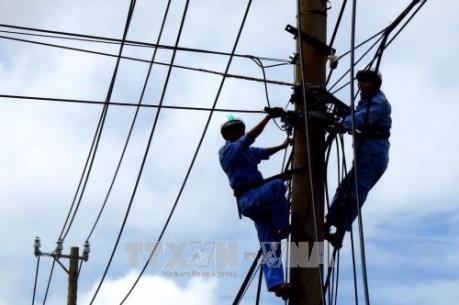 Phú Yên khắc phục sự cố điện sau cơn bão số 12
