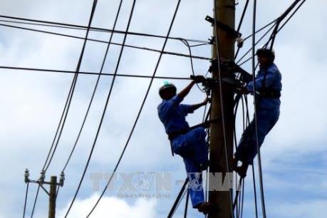 Huy động tổng lực khắc phục sự cố điện tại miền Trung sau bão số 12 