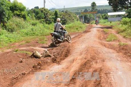 Cà Mau đề xuất tiết kiệm chi ngân sách cho khắc phục đường giao thông nông thôn xuống cấp