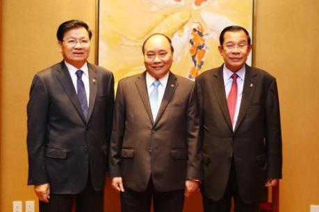 Thủ tướng Nguyễn Xuân Phúc làm việc với Thủ tướng Lào và Thủ tướng Campuchia