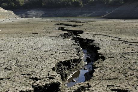 """Trái Đất tiến gần """"điểm giới hạn"""" nguy hiểm"""