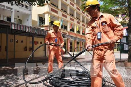 """Mục tiêu xây dựng """"thành phố không dây"""" của Hà Nội đang bị chậm"""