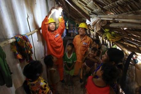 Sửa điện miễn phí cho 4.000 hộ nghèo