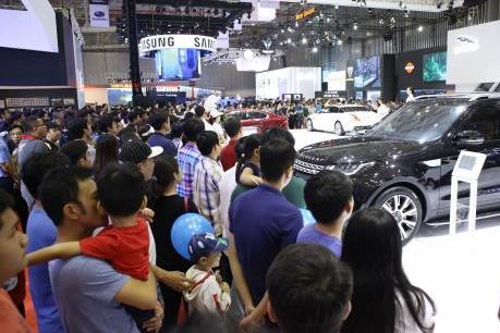 Thị trường ô tô Việt, một năm đầy biến động