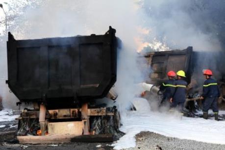 Tai nạn giao thông làm 4 xe ô tô bốc cháy