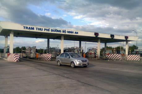 Hàng chục ô tô cố tình cản trở giao thông tại Trạm thu phí Ninh An, Khánh Hòa