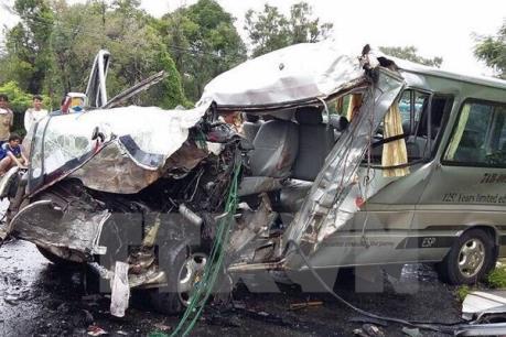 Hai vụ tai nạn thảm khốc, ít nhất 14 người thiệt mạng