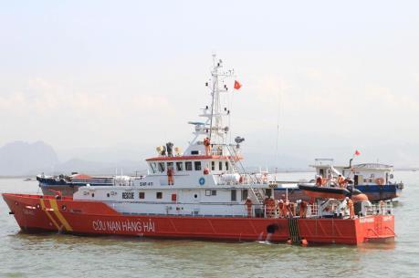Cứu nạn 7 thuyền viên và tàu cá bị hỏng máy, thả trôi trên biển