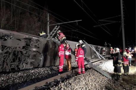 Hai tàu hỏa đâm nhau, hàng chục người bị thương