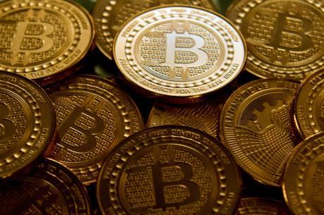 """Nhà đầu tư cơ hội """"vã mồ hôi"""" khi bitcoin trượt giá"""