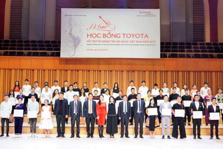 Toyota trao học bổng hỗ trợ tài năng trẻ âm nhạc Việt Nam 2017