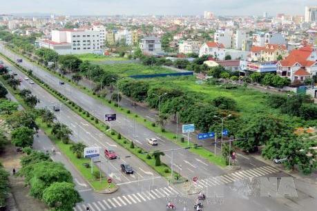 """Bất động sản Tp. Hồ Chí Minh: """"Được mùa"""" căn hộ, tiềm ẩn """"cơn sốt"""" đất nền"""