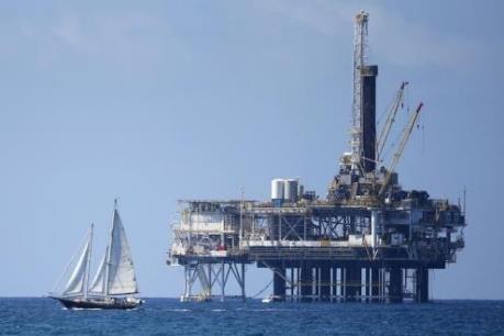 Giá dầu giảm khá mạnh sau khi Libya nối lại hoạt động của các cảng