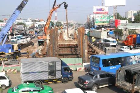 """Tp. Hồ Chí Minh: """"Trễ hẹn"""" nhiều dự án giao thông trọng điểm"""