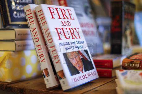Cuốn sách về Tổng thống D.Trump bán chạy nhất trên Amazon