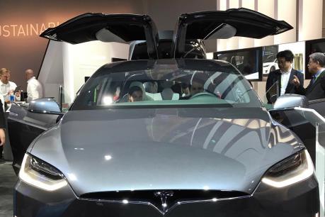 CES 2018: Tesla trưng bày xe SUV Model X