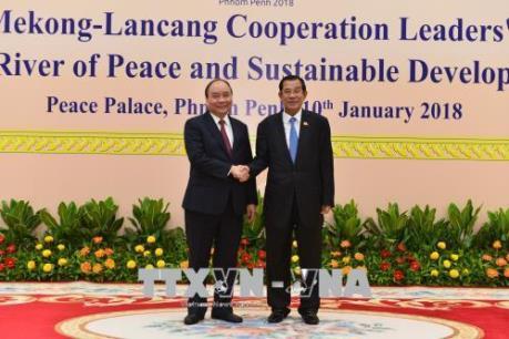 Thủ tướng Nguyễn Xuân Phúc làm việc với Thủ tướng Vương quốc Campuchia Hun Sen