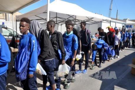 Italy giải cứu 264 người di cư trên biển