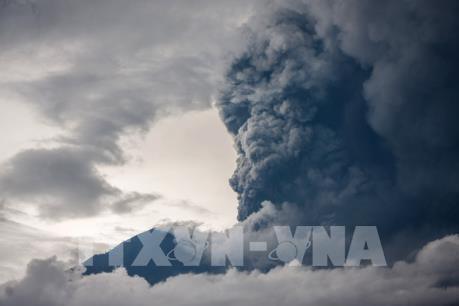 """Philippines nâng cảnh báo núi lửa Mayon lên mức """"khó kiểm soát"""""""