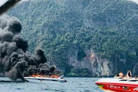 Nổ xuồng du lịch, 16 người bị thương