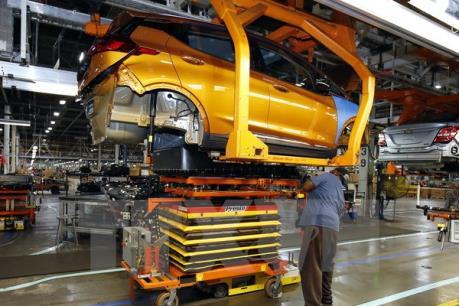 """Các hãng chế tạo """"xế hộp"""" đầu tư khoảng 90 tỷ USD để phát triển xe điện"""