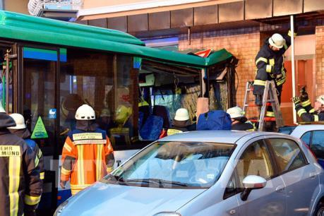 Điều tra nguyên nhân vụ tai nạn xe buýt khiến gần 50 học sinh bị thương