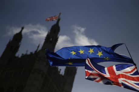 """Hạ viện Anh """"bật đèn xanh"""" cho dự luật rời khỏi EU"""
