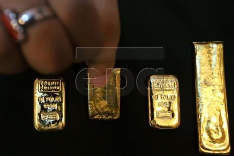 Giá vàng thế giới giảm tuần đầu tiên trong sáu tuần