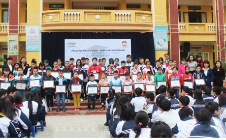 GM Việt Nam trao học bổng Chevrolet cho học sinh nghèo