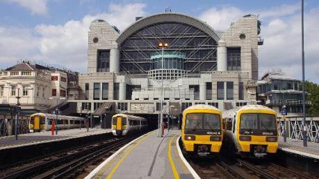 Anh: Thủ đô London phong tỏa ga tàu vì rò rỉ khí ga