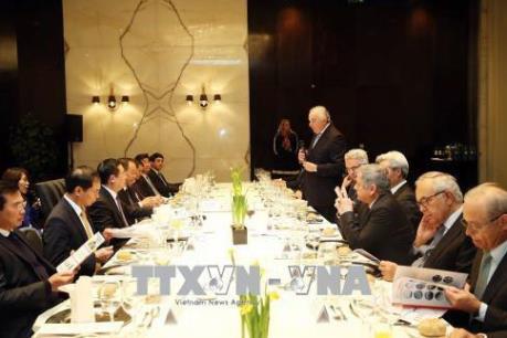 Phó Thủ tướng Vương Đình Huệ đối thoại với các doanh nghiệp Bồ Đào Nha